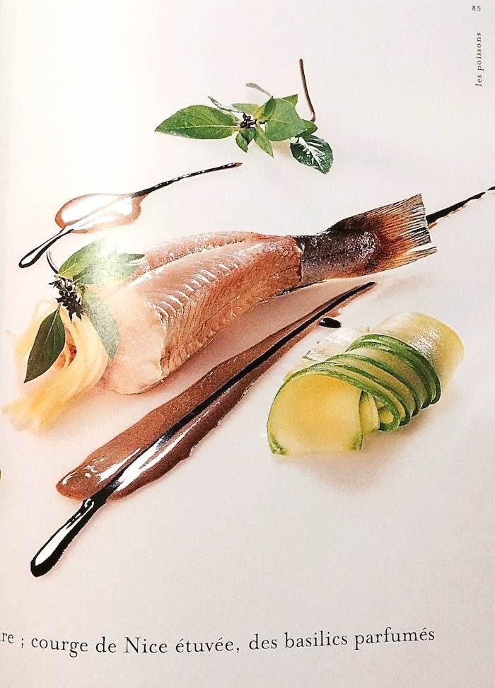 """""""le merlu de méditerranée sur un Aïgo Boulido à l'olive noire"""""""